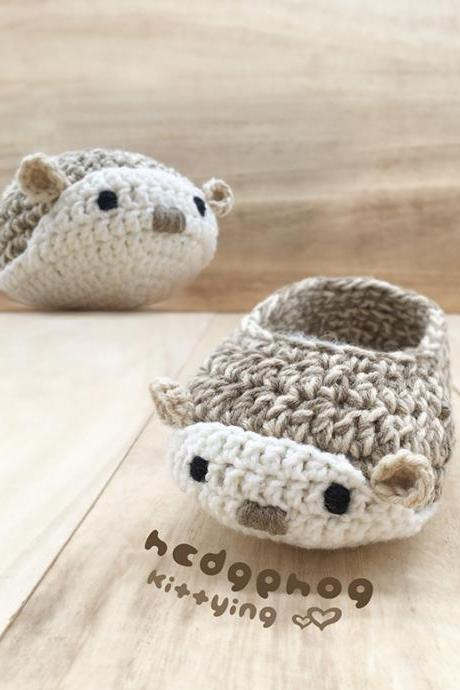 Hedgehog Booties Crochet Pattern - Hedgehog Crochet Baby Shoes, Slippers, Moccasins - Woodland Hedgehog Baby Booties